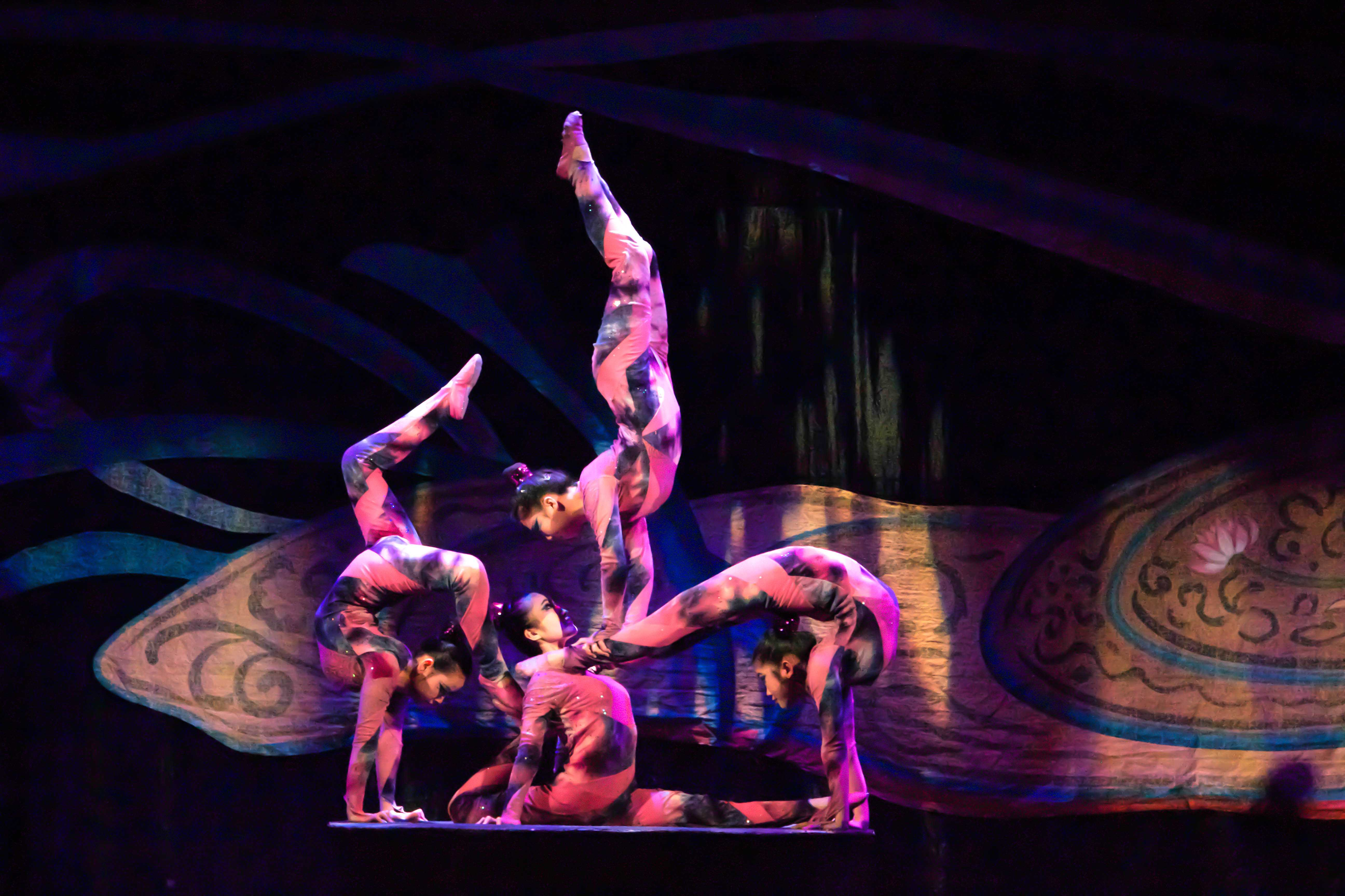 Golden Dragon Acrobats amaze Chico State