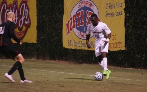 Men's soccer team falls to Warriors