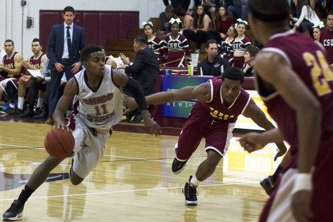 Point Guard, Jalen McFarren, making defenders struggle as he dribbles down the court. Photo credit: Gustavo Ornelas