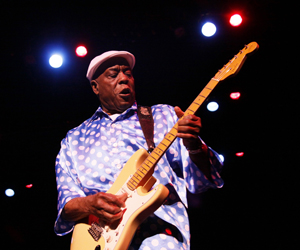 Blues legend Buddy Guy electrifies Laxson Auditorium