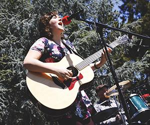 Singer takes tour to campus