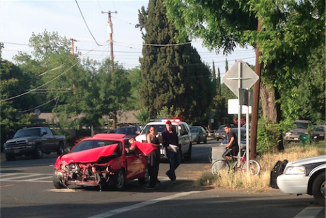 An officer speaks with the driver of the car that turned onto 8th street. Photo credit: Katherine Feaster