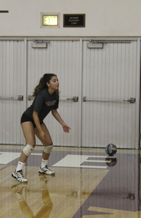First-year libero Natalia Betancourt at volleyball practice Thursday morning. Photo credit: Kiana Alvarez