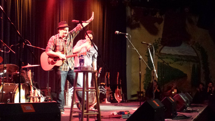 Jeff Daniels waves farewell to the Big Room audience. Photo credit: Erin Vierra