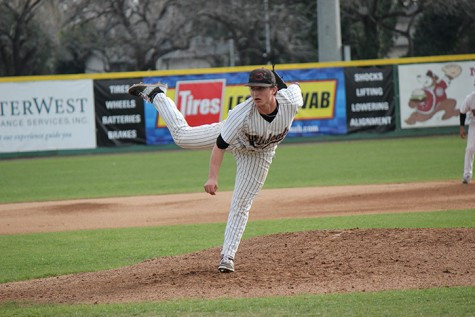 Junior Clayton Gelfand fires a pitch against the Academy of Art on Feb. 12. Photo credit: Lindsay Pincus
