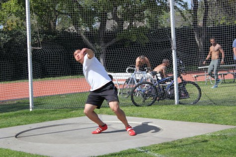 Wade Tsang throws the discus during practice on Thursday, March 26 at the Chico State track. Photo credit: Lindsay Pincus