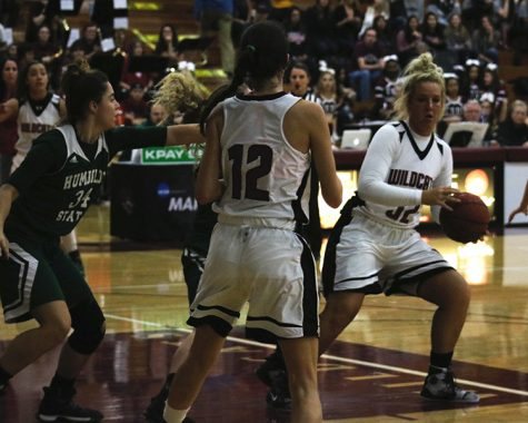Altheles celebrate holidays on the court