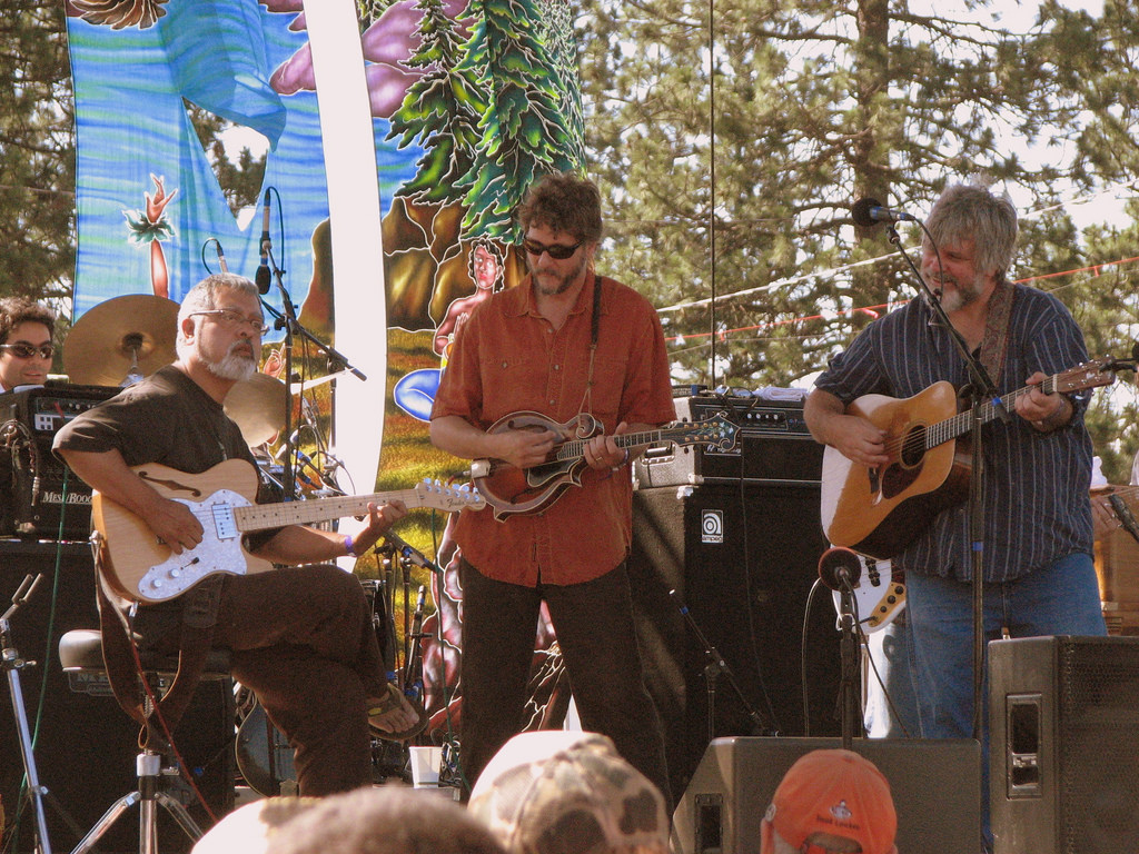 Leftover Salmon doesn't stink at Chico Performance