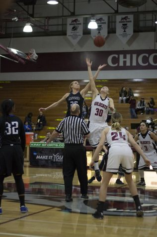 Women's basketball third straight loss