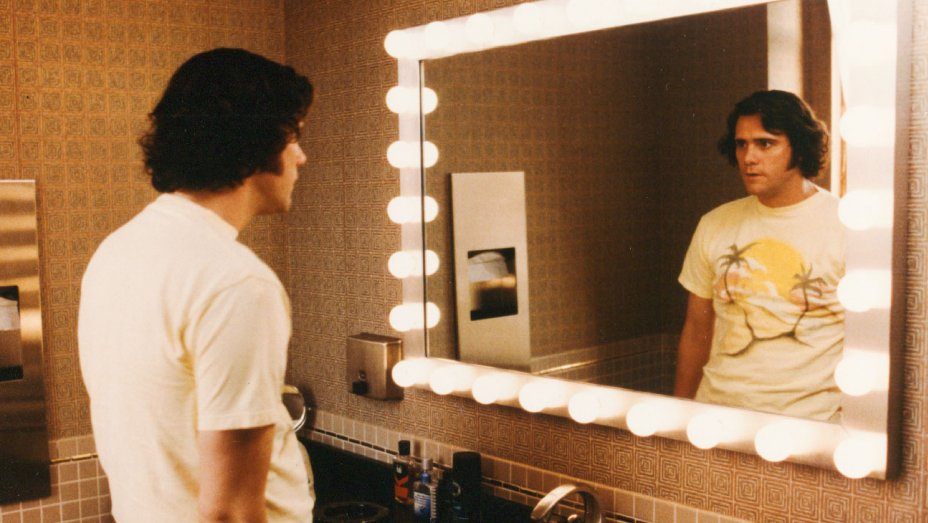 jim and andy depicts two comedians in one body the orion jim carrey as kandy kaufman staring at himself image from imdb com