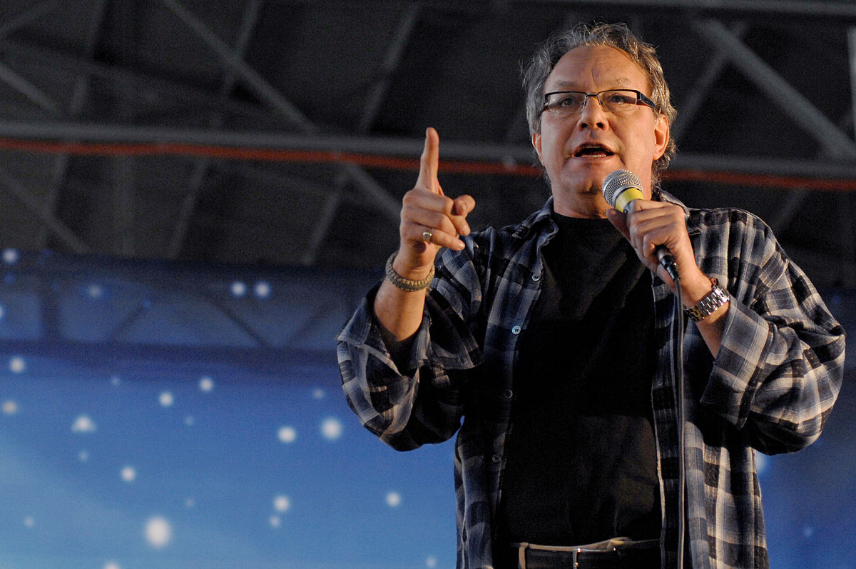 Lewis Black performs as part of a USO holiday show in Aviano Air Base, Italy, 2007. Photo by Tabitha M. Mans (Wikimedia Commons)