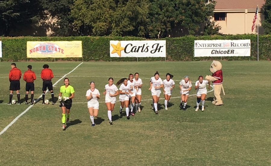 Chico+State+women%27s+soccer+gets+ready+for+their+matchup+against+CSU+Los+Angeles+on+Friday+afternoon.+Photo+credit%3A+Ricardo+Tovar