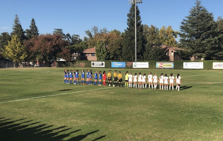 Chico State soccer gets ready for the game against Cal State San Marcos on Thursday. Photo credit: Lucero Del Rayo-Nava