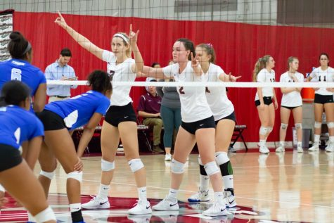 Toros trounce Wildcats in three sets