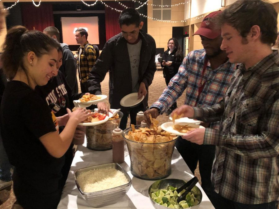 Students lined up to fill their plates at Tacos and Trivia