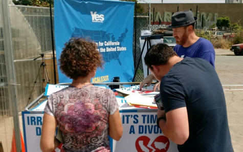Photo Courtesy of: Yes California. Petitioners getting signatures in favor of Calexit.
