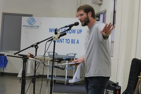 Alex Beehner announces the rest of the festivities for the event. He thanked those who took the time to come out and help with this fundraiser. Photo credit: Melissa Herrera