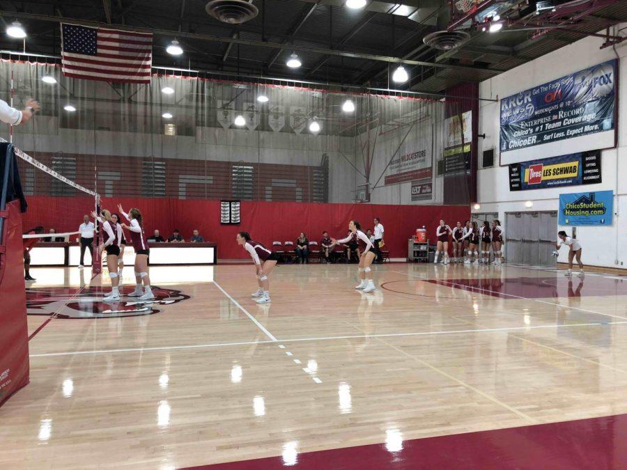 Bekah Boyle strategizing with the team as Brooke Fogel sets up for a serve. September 22, 2018 Photo credit: Lucero Del Rayo-Nava