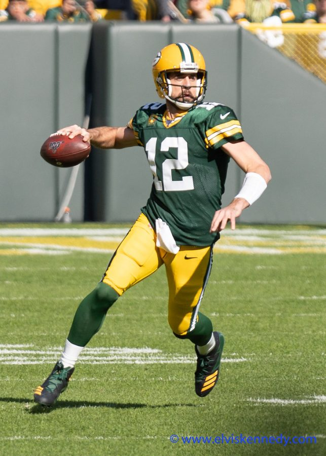 Aaron Rodgers getting ready to throw a pass to a teammate. Photo credits: elviskennedy