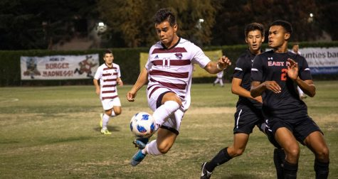 Renteria controlling the ball in 2020 for the Wildcats.