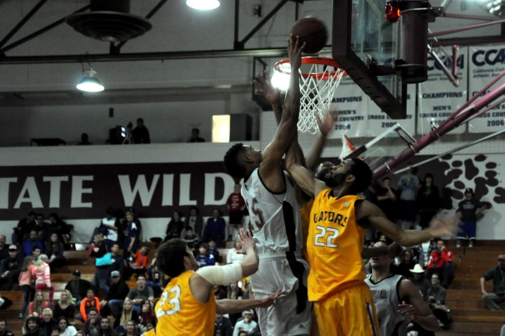 Defense dominant for third straight Wildcat win