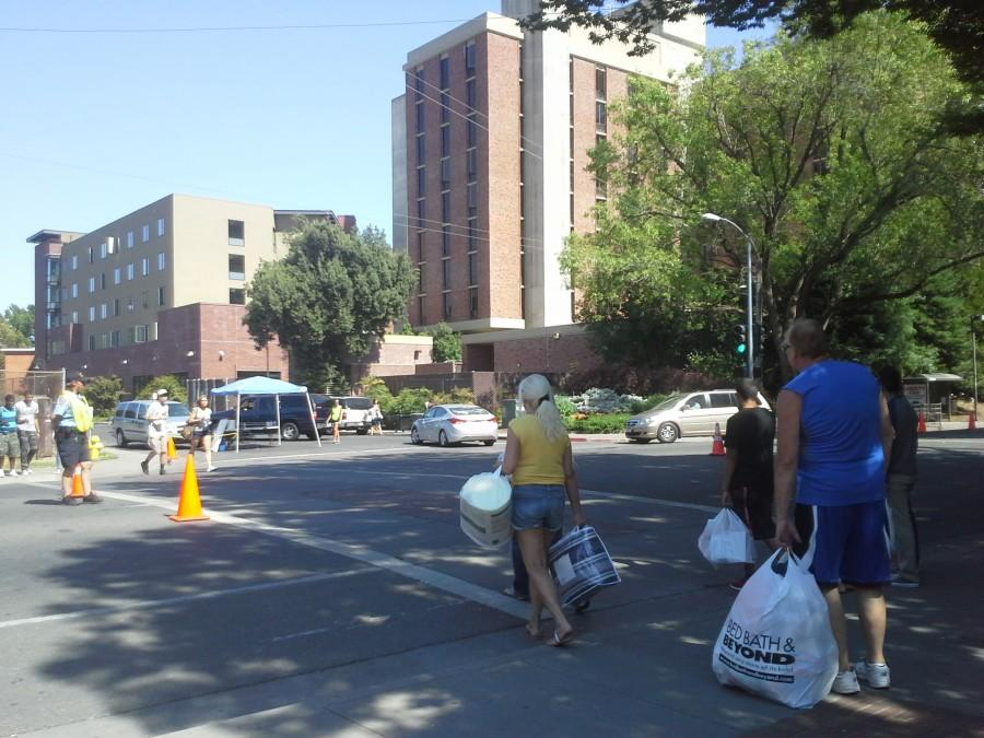 Drivers experience traffic on Warner Street as students move into the dorms the 18th through the 21st of this week. Photo credit: Daisy Dardon