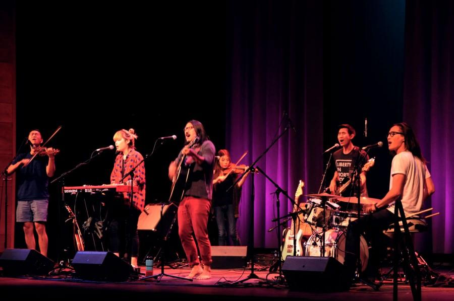Run River North shows off its six person harmony as it plays in front of an audience of mostly first-year students at the first annual Wildcat Welcome Concert. Photo credit: Annie Paige