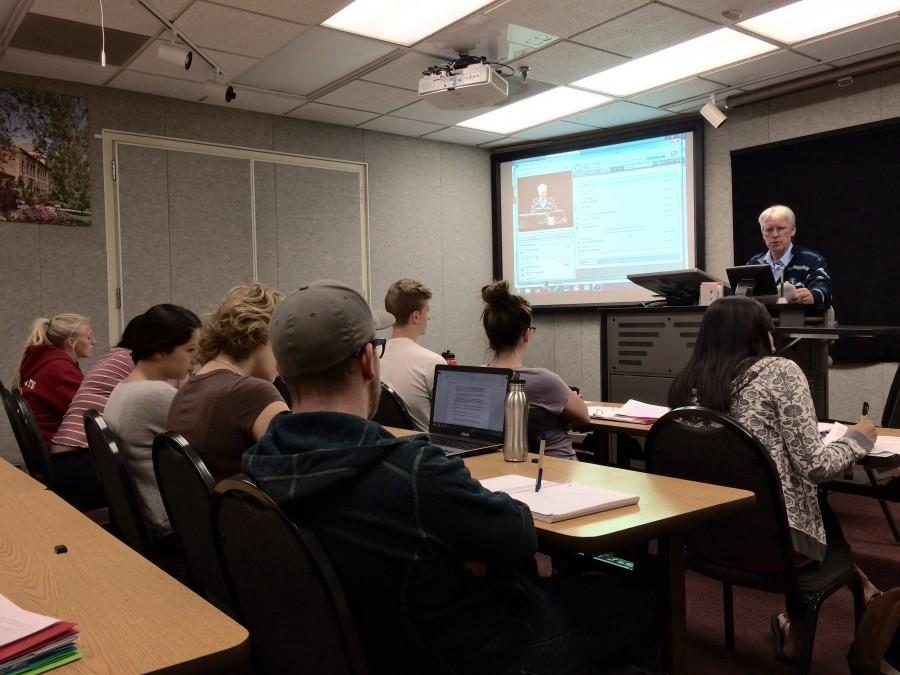 Tony Waters teaching his hybrid online class, Sociology 300. Photo credit: Jovanna Garcia