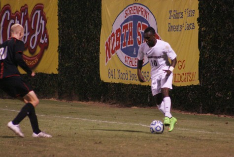 Men's soccer team falls to Warriors