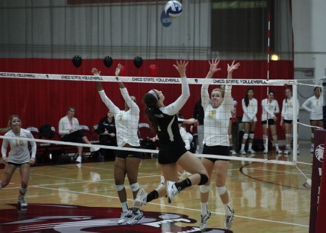Women's volleyball team sends off seniors with victory