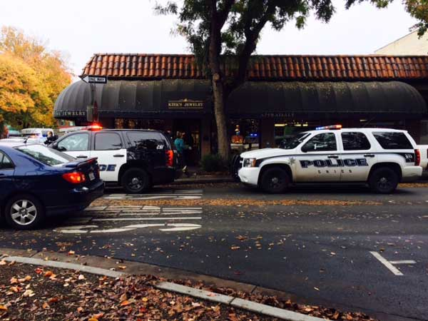 Police investigate the alleged robbery at Kirk's jewelry on Third and Salem streets. Photo credit: Angelo Boscacci
