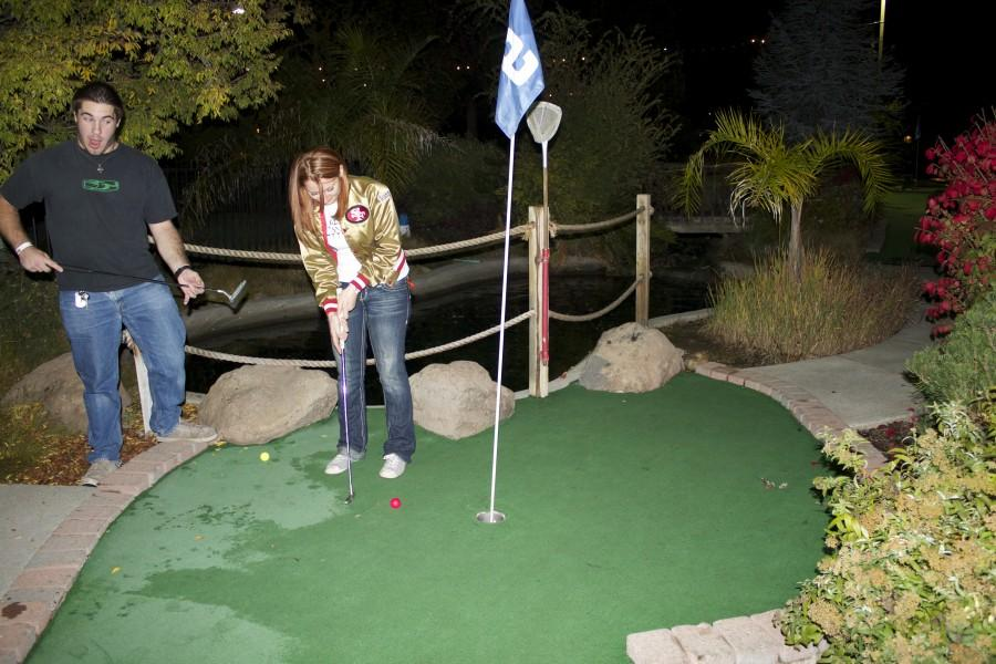 Fundraiser participants Ryan Denton and Ashley Wright play a round of mini-golf. Photo credit: Emily Conroy