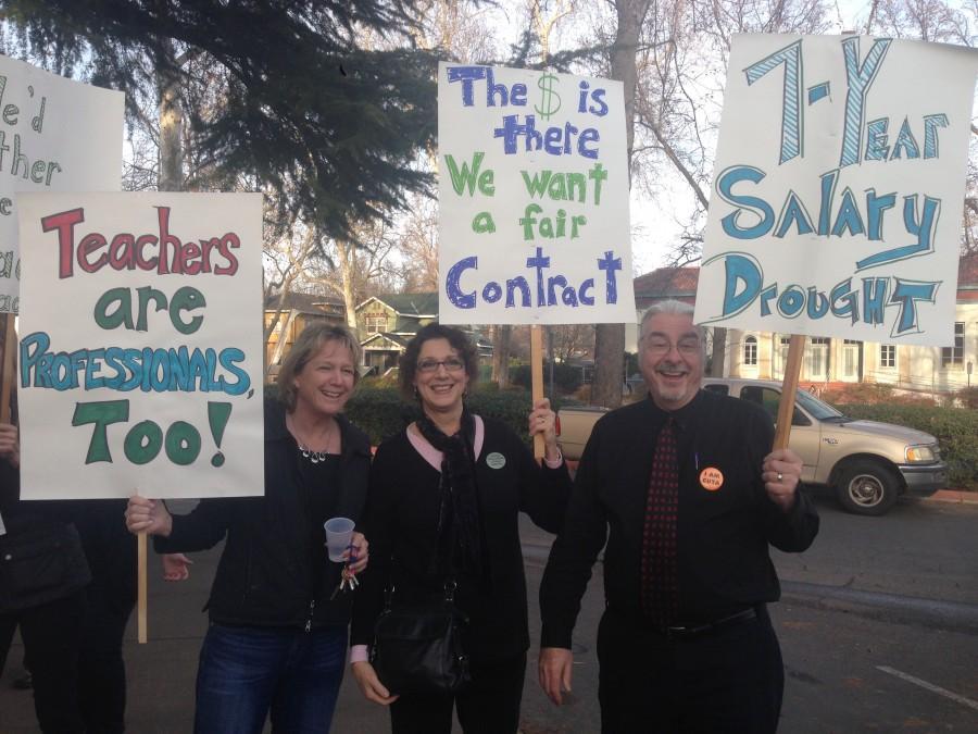 Chico teachers picket for fair allowance. Photo credit: Courtney Weaver