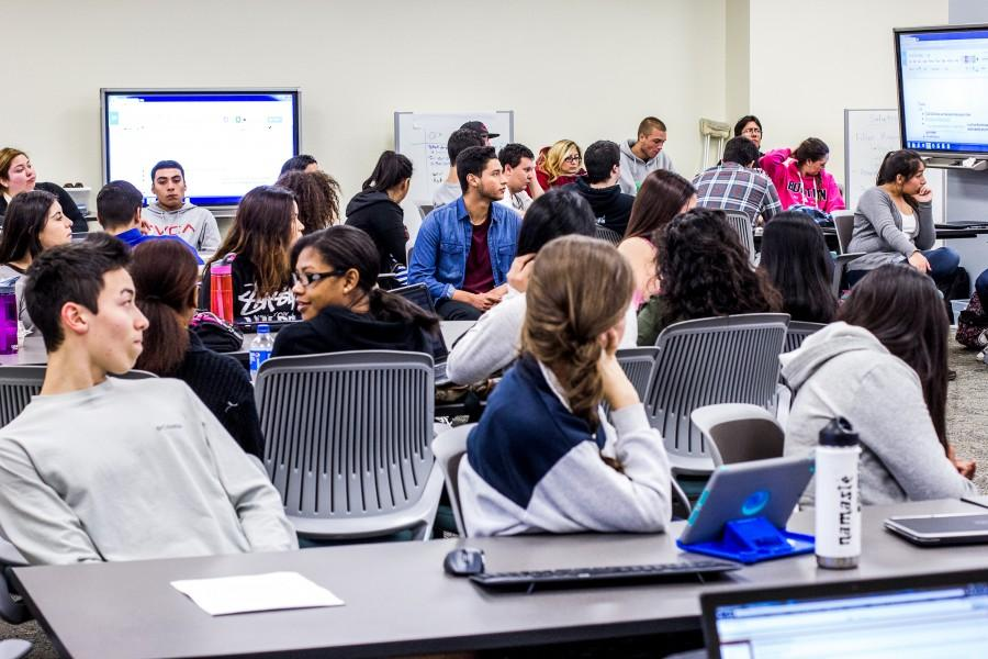 A class of 98 students fills a room in Tehama Hall. Photo credit: Trevor Ryan