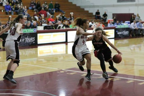 Women's basketball team rebounds in dominant fashion