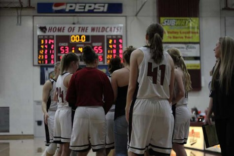 The women's basketball team huddles up during a game against Cal State East Bay on Feb. 5. Photo credit: Jacob Auby