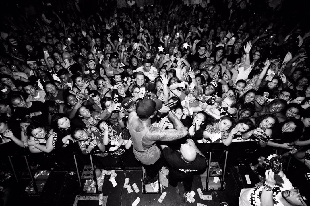 Sage the Gemini engages fans during a show. Photo source: Sage the Gemini's Instagram.