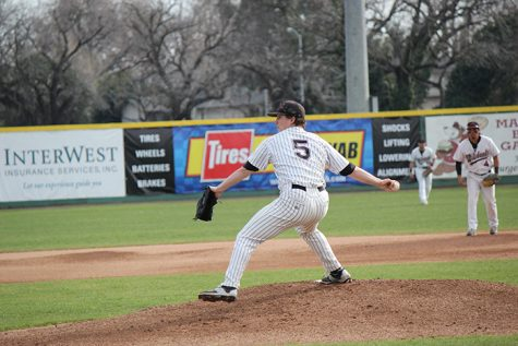 Junior pitcher Clayton Gelfand winds up during a game against Academy of Art. Photo credit: Lindsay Pincus