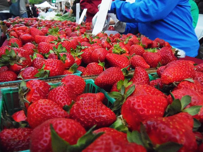 Strawberries+are+a+favorite+item+to+buy+at+the+Thursday+Night+Market++Photo+Credit%3A+George+Johnston+