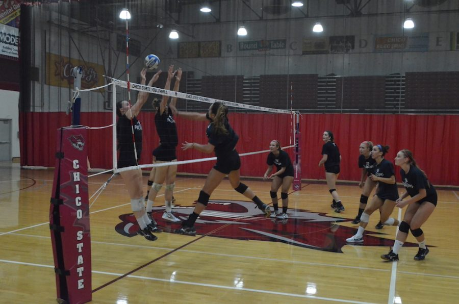 The+women%27s+volleyball+team+practices+before+their+game+at+the+Route+92+Showdown.+Photo+credit%3A+Jordan+Jarrell