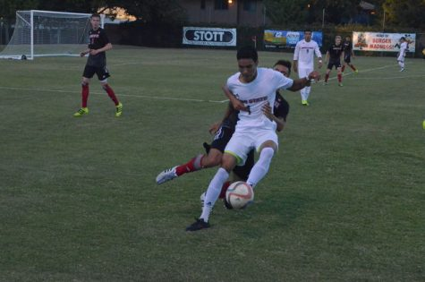 Men's soccer faces last minute loss