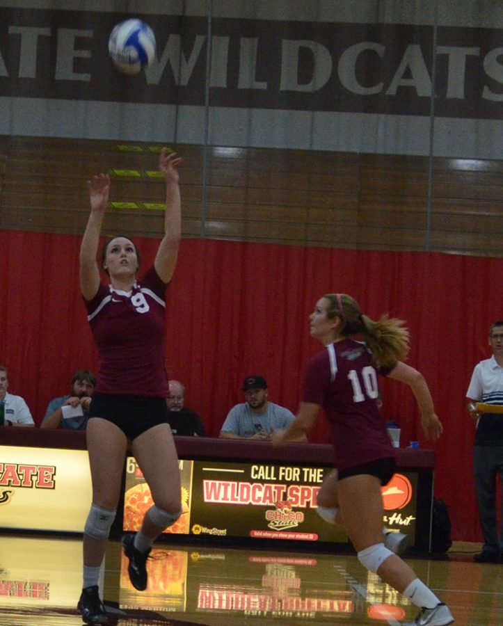 First-year+setter+Nicki+Desrochers+sets+the+ball+during+a+Chico+State+home+game.+Photo+credit%3A+Jordan+Jarrell