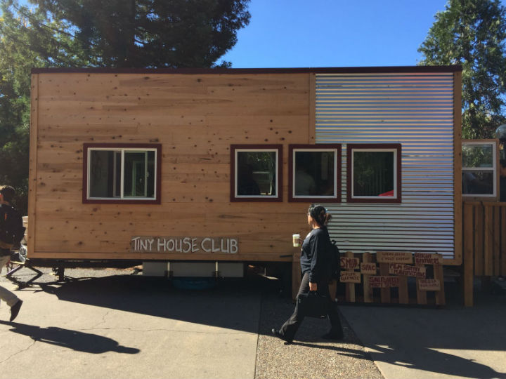 2016 Tiny House Club gives tour of award winning tiny house on campus. Photo credit: Crystal Jinkens