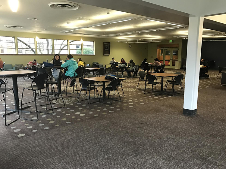Students+eat+in+selvester%27s+Cafe%2C+one+of+A.S.%27+retail+dining+options+on+campus.
