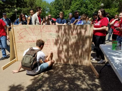 Chico Republicans build 'Free Speech' wall