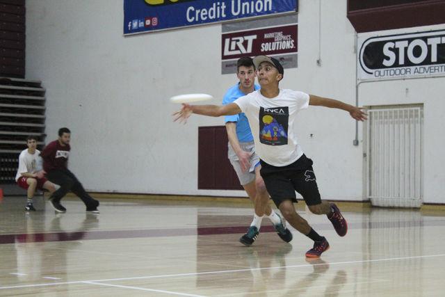Chico+frisbee+player+Jesus+Alfaro+practices+his+throws+in+preparation+for+tournament+season.+