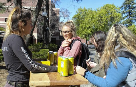 Students eagerly crowd a pop-up Yerba Mate stand outside of Plumas Hall, to collect free drinks and learn about the Yerba college ambassador program on Tuesday afternoon. Photo credit: Anne Chamberlain