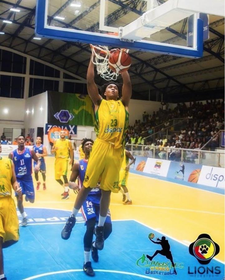 Amir+Carraway+dunking.+Photo+credit%3A+Amir+Carraway