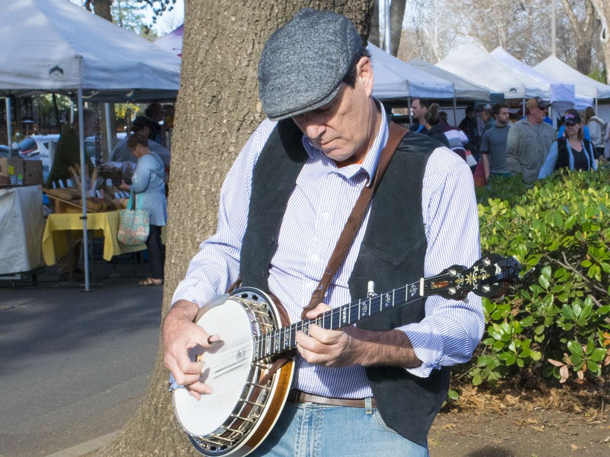Banjo expert Jack O'Shea plays at the Chico Saturday Farmers Market. Photo credit: Rachael Bayuk