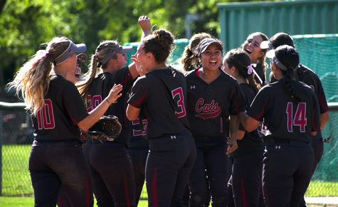 Softball team wins both in Sunday doubleheader